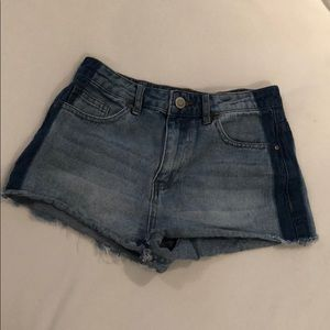 Two-toned denim shorts